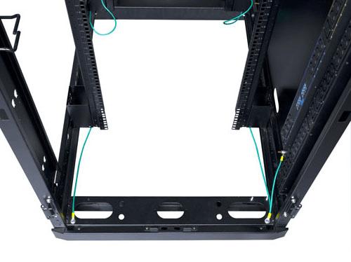 An image of Eaton rp rack 42u 800 1200, side panels & casters